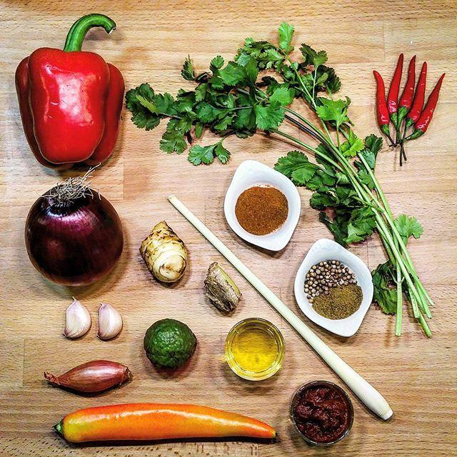 Pâte de Curry Rouge à la Thaï Ingrédients - Copyright © Gratinez