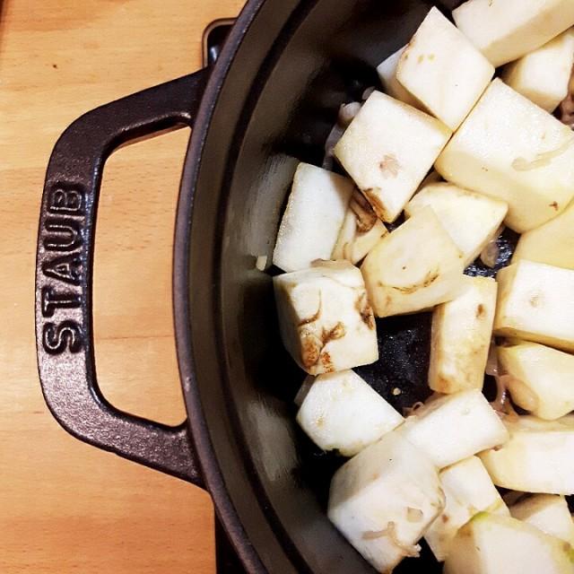 Soupe au céleri-rave en cocotte - Copyright © Gratinez