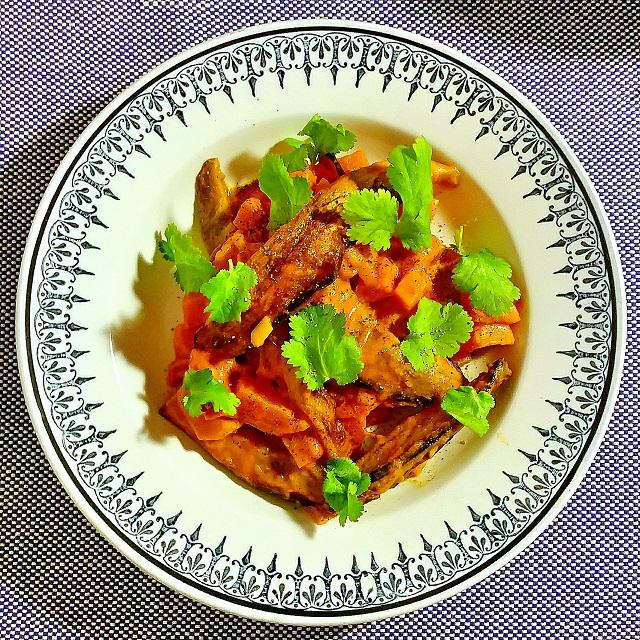 Curry de patate douce et aubergine, coriandre – Copyright © Gratinez