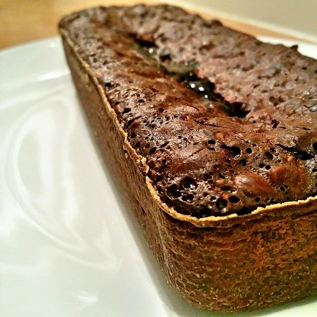 Gâteau fondant au chocolat, noix et noisettes, vanille et tonka - Copyright © Gratinez