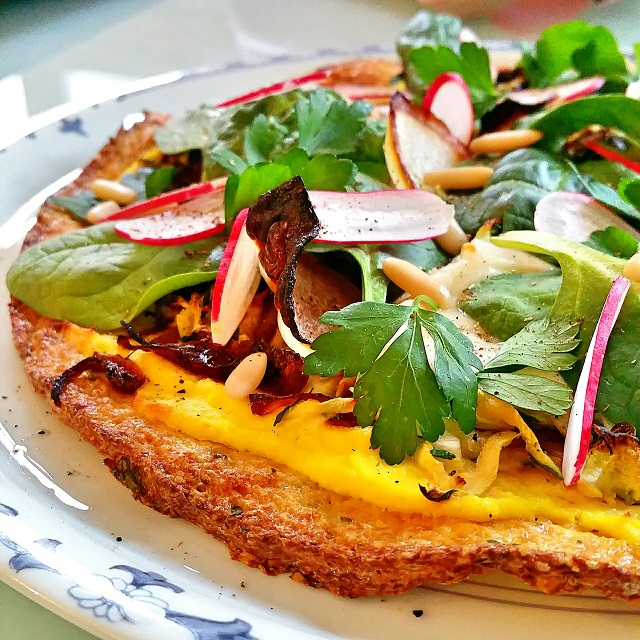Pizza végétarienne à base d'une pâte de chou-fleur – Copyright © Gratinez