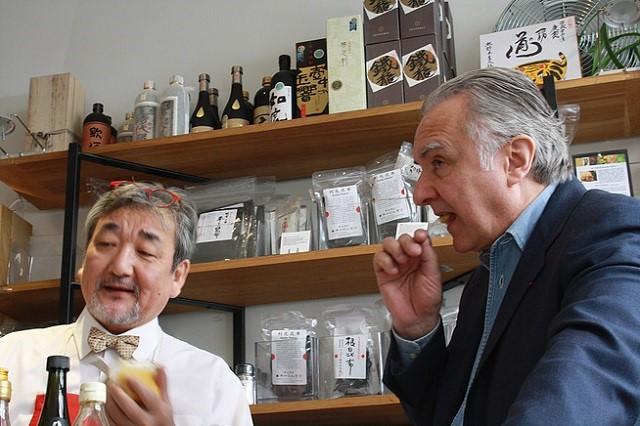Toshiro Kuroda en compagnie d'Alain Ducasse @ Workshop Issé – Copyright © Workshop Issé