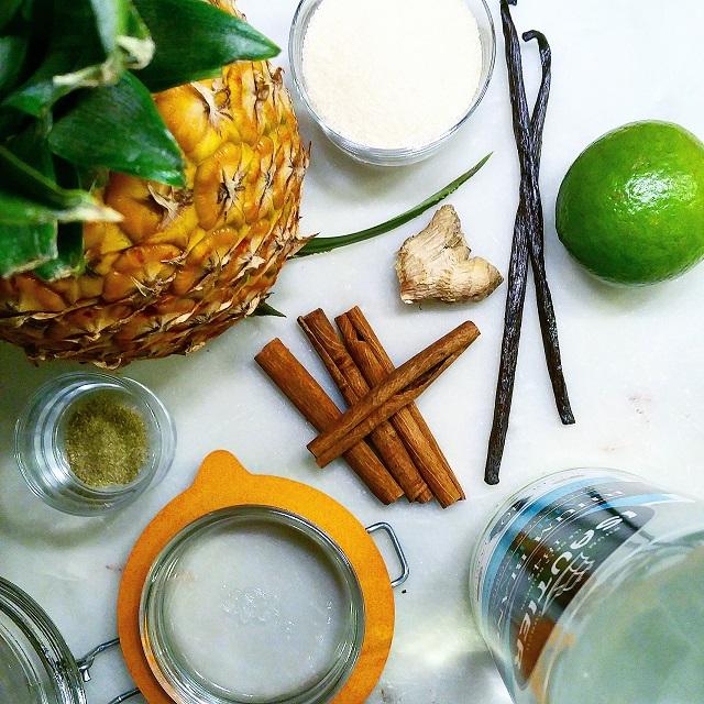 Rhum arrangé à l'ananas: cannelle, vanille, gingembre, citronnelle, lime – Copyright © Gratinez