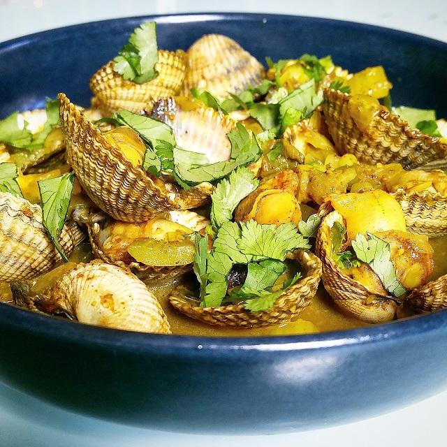 Curry de coques au céleri et à la coriandre – Copyright © Gratinez