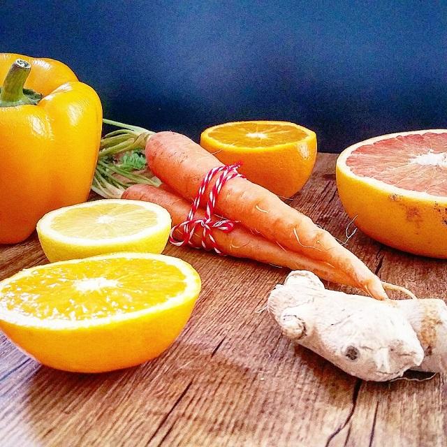 Quartet orangé : jus de carotte, orange, pamplemousse, poivron jaune – Copyright © Gratinez