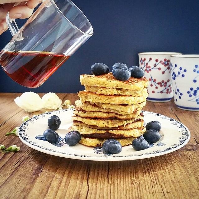 Pancakes légers, baies rouges et sirop d'érable Escuminac – Copyright © Gratinez