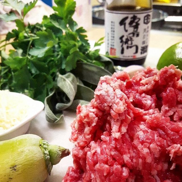Salade de bœuf haché aux herbes fraiches, liste des ingrédients – Copyright © Gratinez