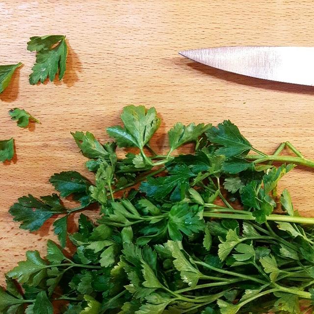 Persil plat, salade de bœuf haché aux herbes fraiches – Copyright © Gratinez