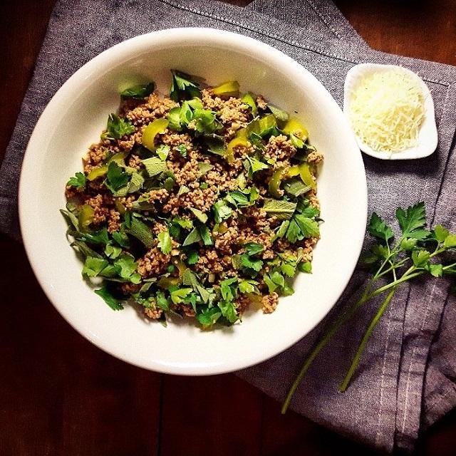 Salade de boeuf haché aux herbes fraiches – Copyright © Gratinez