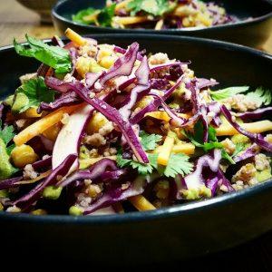 Chou rouge et pois chiche en salade, sauce aux graines de potiron – Copyright © Gratinez