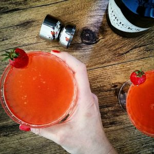 "Cocktail ""Fraise Sauvage"", gin et champagne – Copyright © Gratinez"
