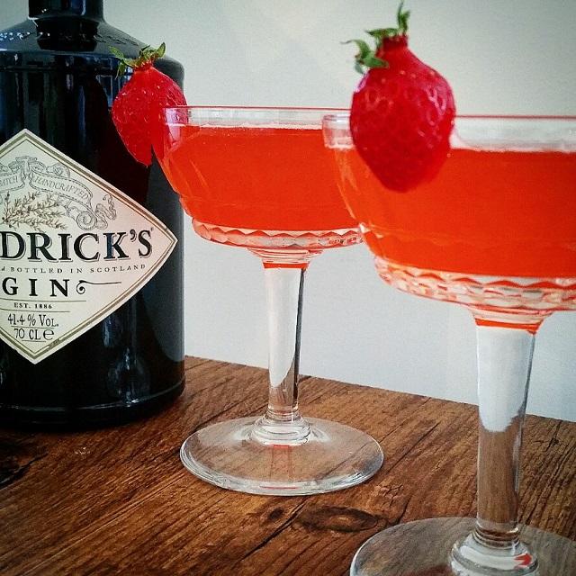 Cocktail fraise sauvage une fraise pour marier le gin for Cocktail au champagne