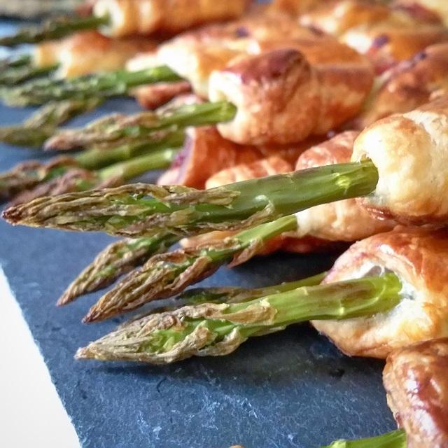 Feuilletés aux asperges et au bacon – Copyright © Gratinez