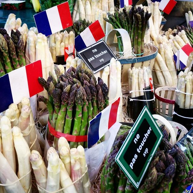Les magnifiques asperges dénichées sur notre marché – Copyright © Gratinez