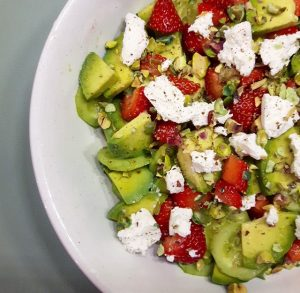 Salade de fraises, avocat et fromage frais – Copyright © Gratinez