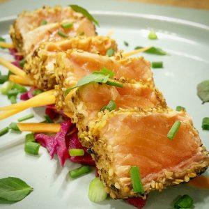 Tataki de saumon et chou rouge en pickles – Copyright © Gratinez