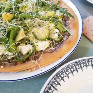 Pizza verte de printemps – Copyright © Gratinez
