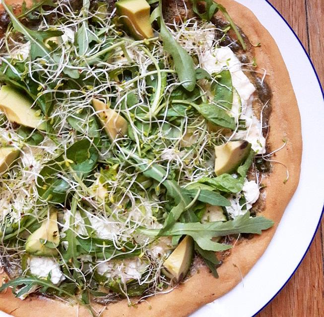 Pizza verte de printemps – Copyright © Gratinez