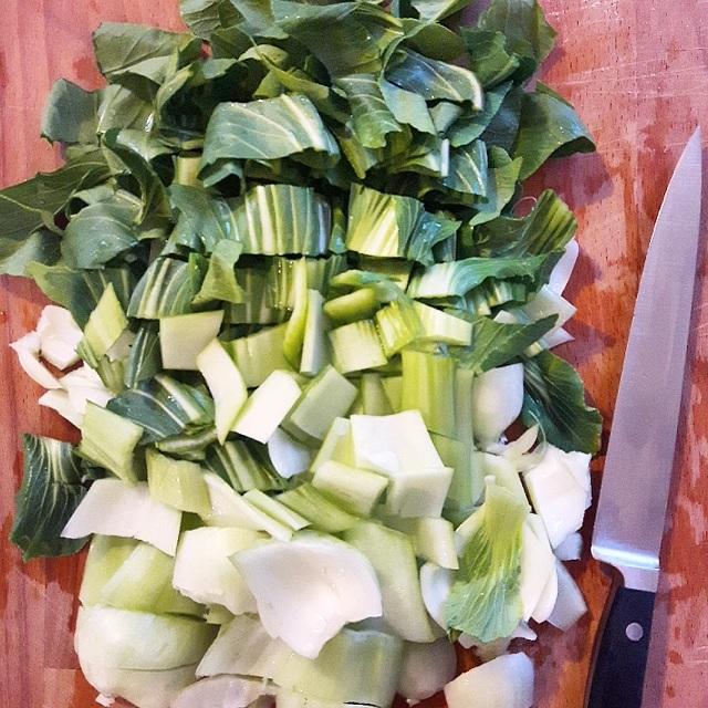 Soupe de raviolis wontons au chou pak choï et gingembre – Copyright © Gratinez