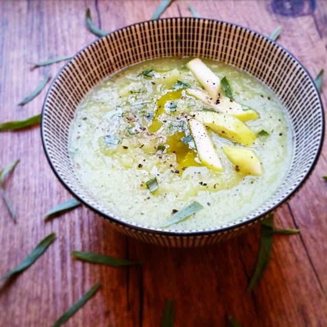 Soupe froide de concombres, pommes et wasabi – Copyright © Gratinez