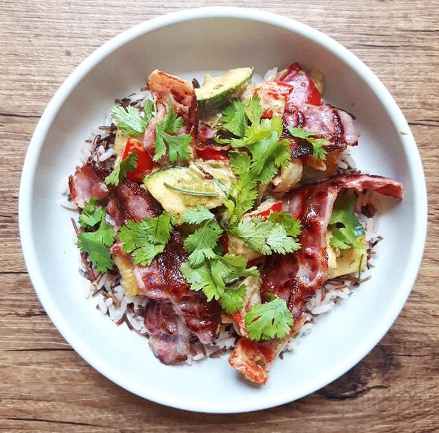 Curry de légumes, riz sauvage et poitrine grillée – Copyright © Gratinez