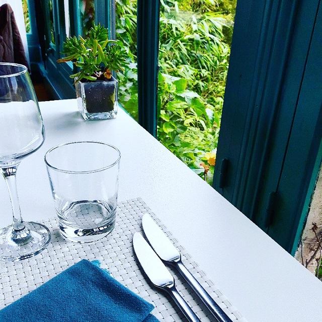 La table du restaurant Ty Mad – Copyright © Gratinez