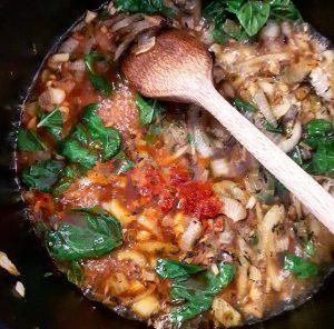 Cuisson de la soupe de poivrons rouges et chou-fleur rôtis – Copyright © Gratinez