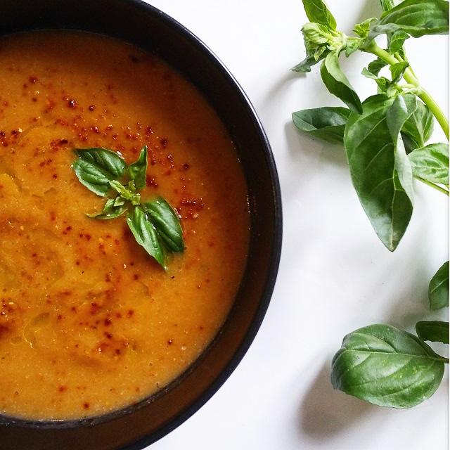 Soupe de poivrons rouges et chou-fleur rôtis – Copyright © Gratinez
