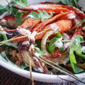 Salade petit épeautre, carottes et fenouil rôti, vinaigrette d'orange au tahini – Copyright © Gratinez
