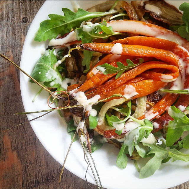 Salade carottes, fenouil rôti et petit épeautre, vinaigrette d'orange au tahini – Copyright © Gratinez