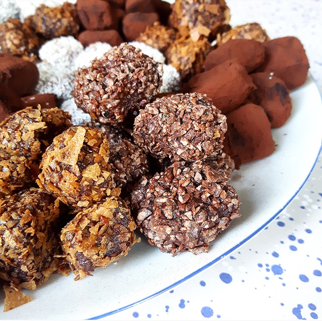 Truffes au chocolat enrobage gavotte ou gruétine – Copyright © Gratinez