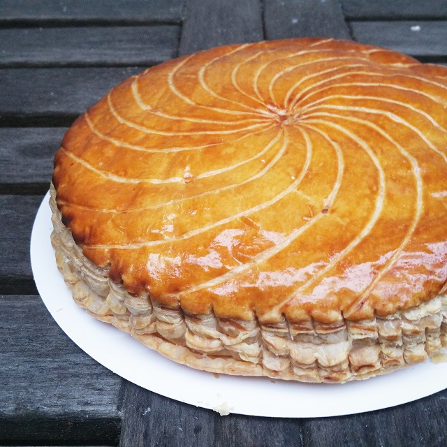 Galette des rois de la boulangerie Des Gateaux et du Pain par Claire Damon – Copyright © Gratinez