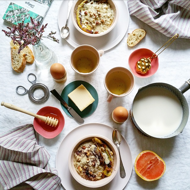 Porridge végétal - purée d'amandes, banane et noisettes – Copyright © Gratinez / Arts de la table par La Trésorerie ®