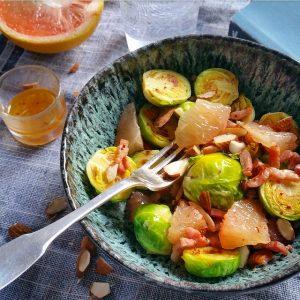 Salade de choux de Bruxelles, lardons, amandes, pomélos – Copyright © Gratinez