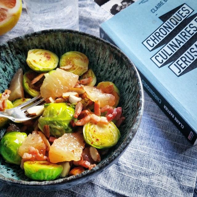 Salade de choux de Bruxelles, lardons, amandes, pomélo – Copyright © Gratinez