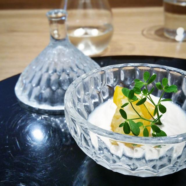 "Crème de ""sakekasu"" en amuse bouche, Ken Kawasaki – Copyright © Gratinez"