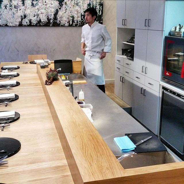 Comptoir et cuisine ouverte, Ken Kawasaki – Copyright © Gratinez