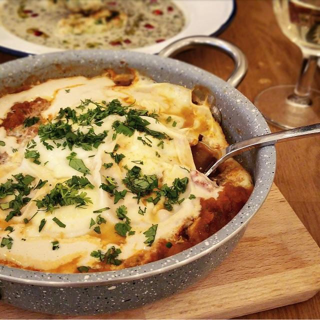 La vraie Shakshouka israélienne, restaurant Tavline – Copyright © Gratinez