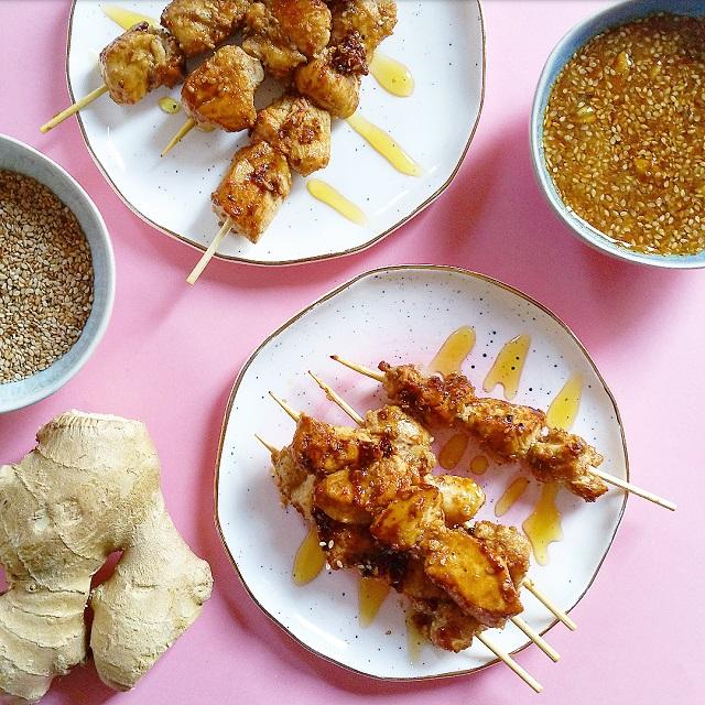 Nomie, le goût des épices - Les Intrépides, Brochettes de poulet sésame et gingembre