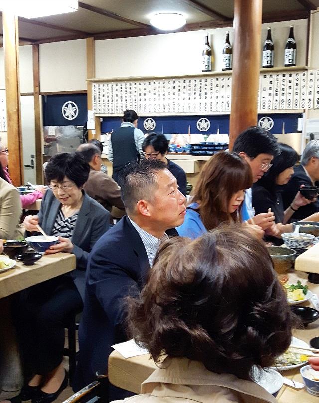 Familles et salarymen chez Sanshuya Nihonbashi – Copyright © Gratinez