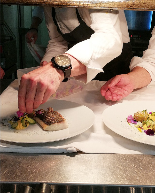 En cuisine avec Arnaud Faye et sa brigade – Copyright © Gratinez