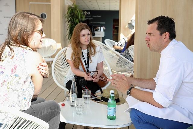 Interview du chef Arnaud Faye sur la plage Nespresso – Copyright © Emmanuel Nguyen Ngoc