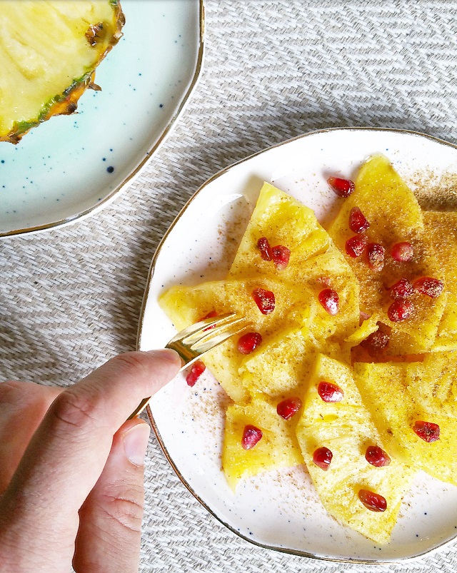 Carpaccio Ananas, Grenade, Graines de coriandre – Copyright © Gratinez