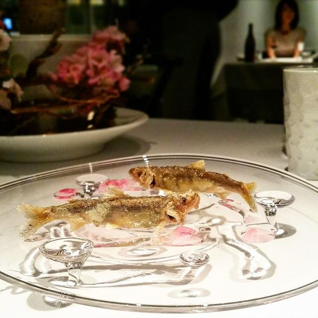 Baby Sweet Fish and Sakura - Narisawa, Tokyo, Japon – Copyright © Gratinez