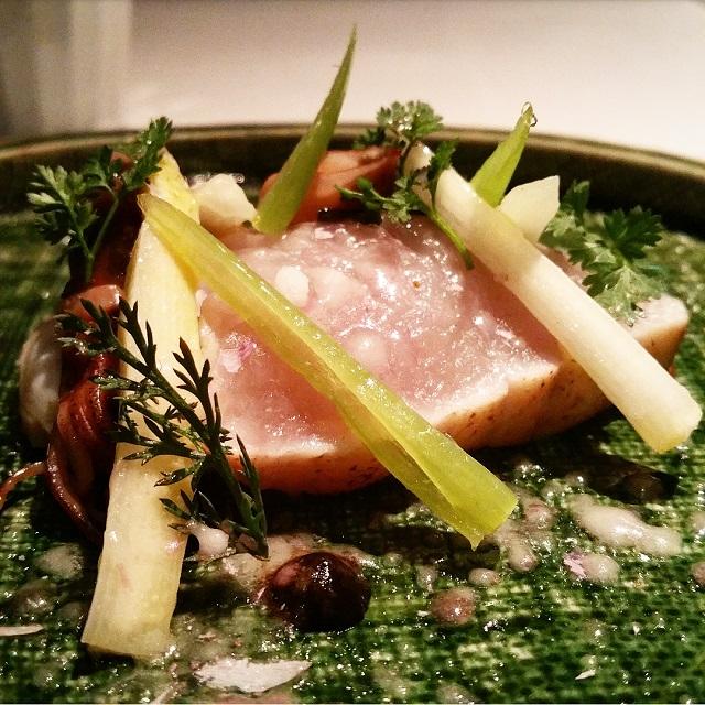 Spanish Mackerel, Hyogo and Firefly Squid, Toyama - Narisawa, Tokyo, Japon – Copyright © Gratinez