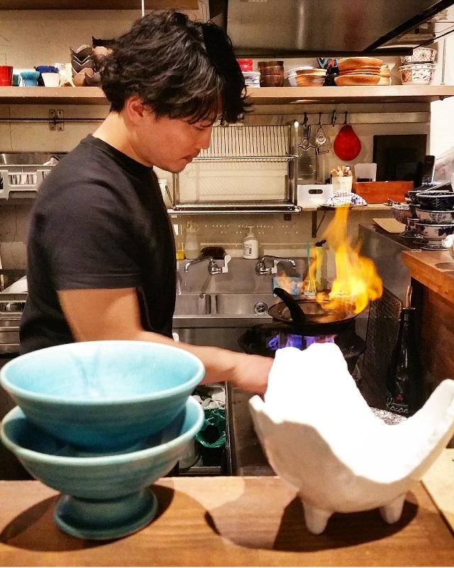 Comptoir face aux cuisines – Masuya Saketen, Kyoto, Japon – Copyright © Gratinez
