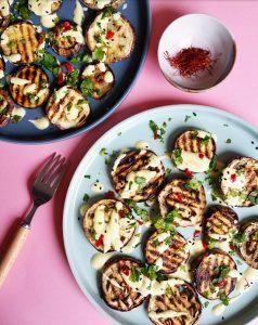 Aubergines grillées, piments et sauce aux deux safrans – Copyright © Gratinez