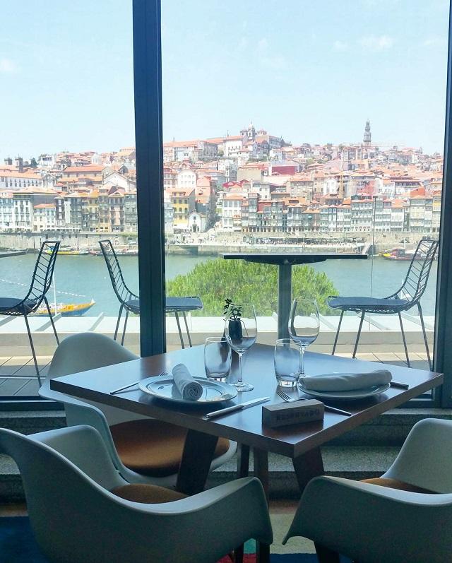 Restaurant de la maison Gran Cruz, vue sur Porto – Copyright © Gratinez
