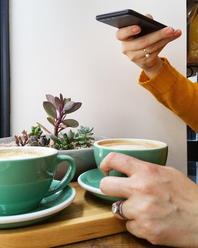 Pause café chez Kafeen Coffee Shop, Quimper – Copyright © Gratinez
