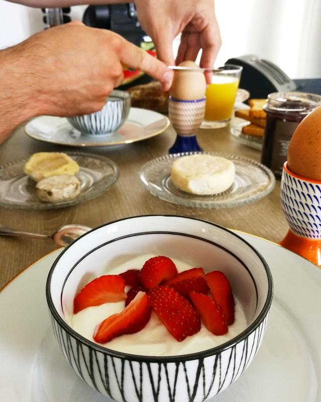 Petit déjeuner dans notre appartement Abritel de Lyon – Copyright © Gratinez